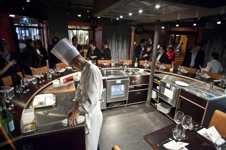 Restaurant Kitchen Table superfuture :: supernews :: paris: table ronde restaurant opening