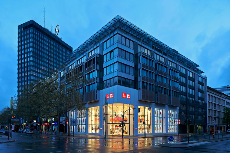 berlin: uniqlo flagship store opening