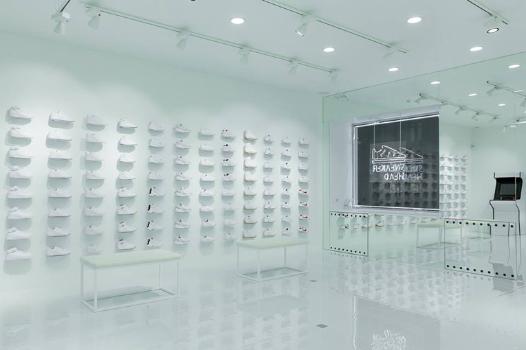 moscow: sneakerhead white store opening