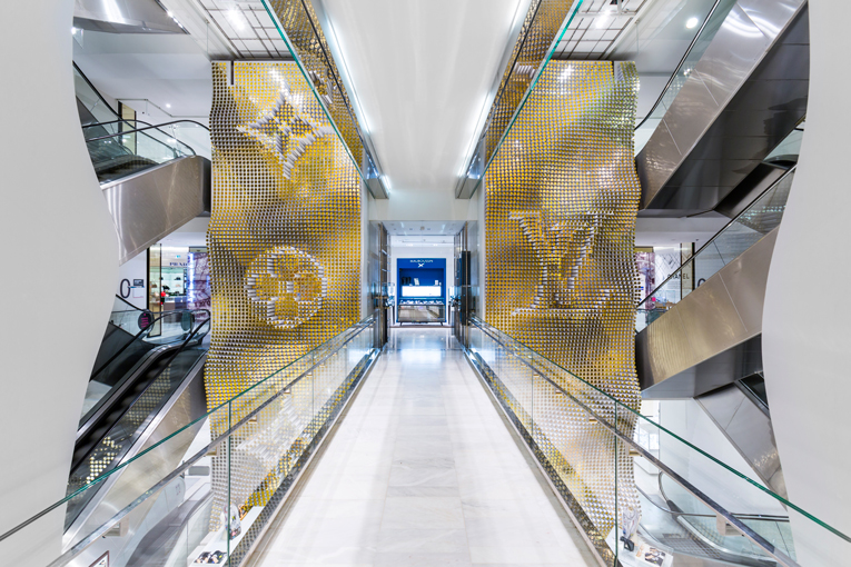 paris: louis vuitton loves printemps
