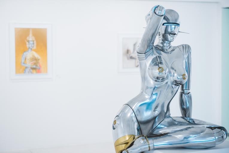 bangkok: sawasdee sexy robot
